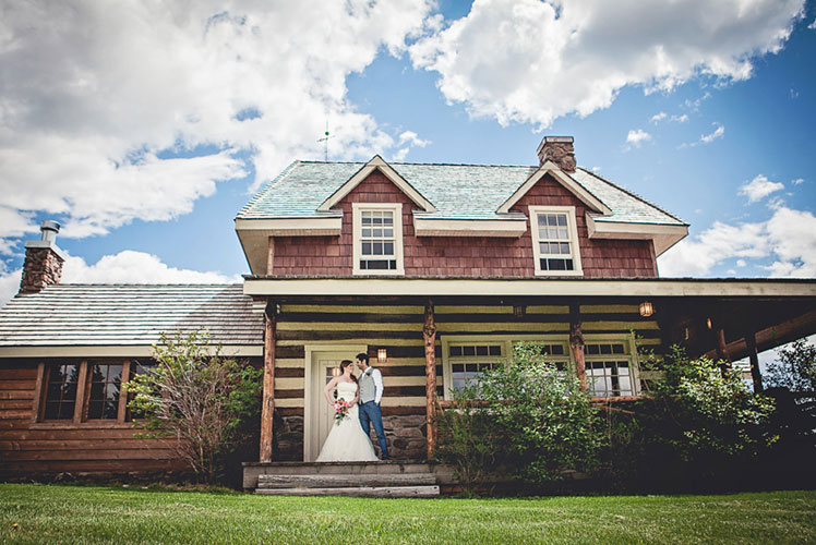 Bride-and-groom-in-front-of-ranch-house-calgary-wedding-plannaer-1024x683