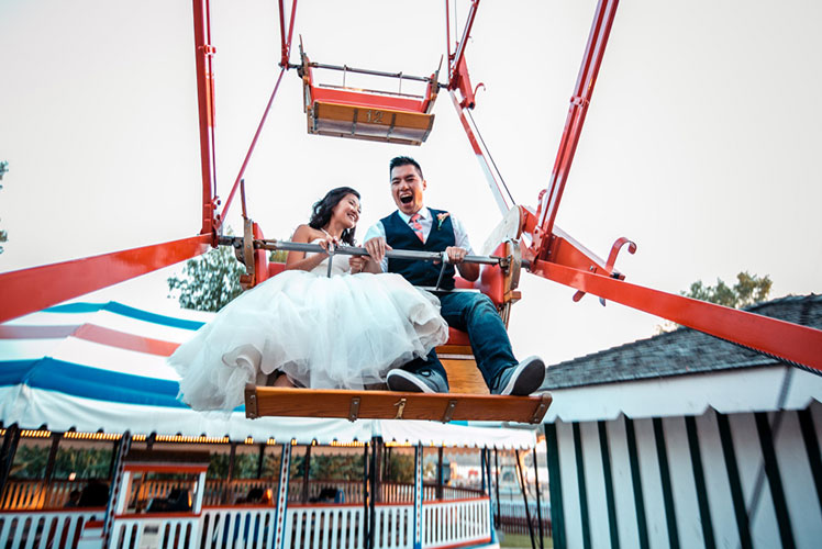 Bride-and-groom-on-ferris-wheel-calgary-wedding-planner-1024x683