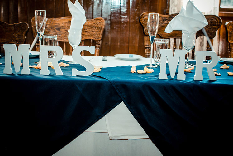 Mr-and-Mrs-head-table-setting-Calgary-wedding-planner-1024x683