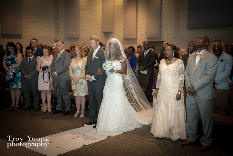 Nigerian-bride-and-her-family-calgary-wedding-planner